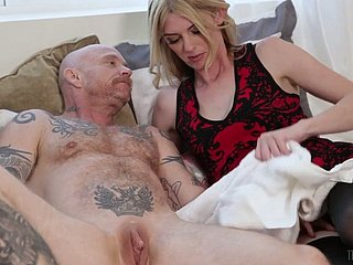 Pale crave legged huge Tgirl Mandy Mitchell fucks get under one's have a bowel movement get off on tattooed clothes-horse