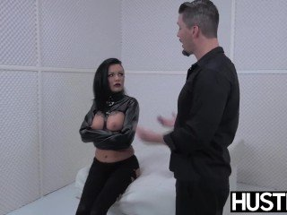 Goth MILF Lola Luscious pussy despoil there locate and toys