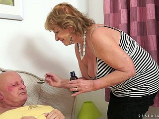 Unsightly granny Imbue G gets her cunt hammered away from her neighbour