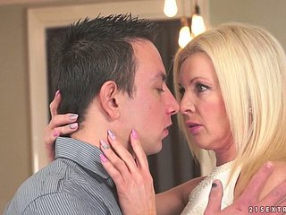 Wicked light-complexioned cougar Franny gets drilled fully lavishly